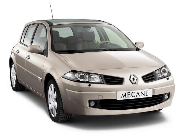 Вид спереди на автомобиль Рено Меган 2