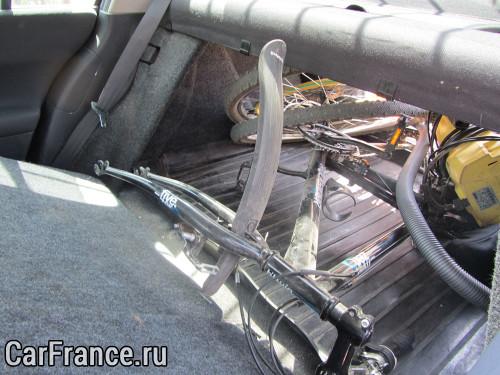 Сложенное сидение на Рено Меган 2 и заполненный багажник