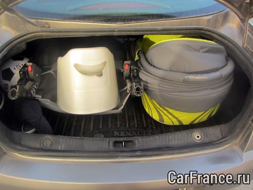 Коляска Туттис Зиппи в багажнике Рено Меган 2 + детский горшок