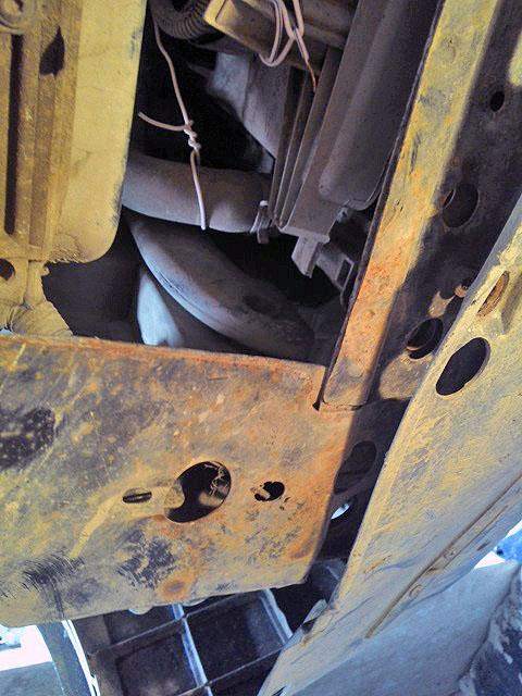 Закрепили проволкой радиатор системы отопления и шланги