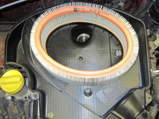 Воздушный фильтр Renault Logan