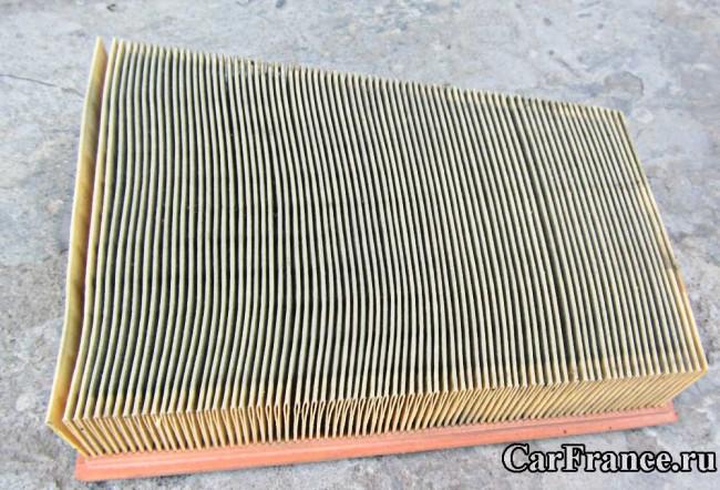 Внешний вид воздушного фильтра Рено Меган 2 после 20 тысяч км эксплуатации автомобиля