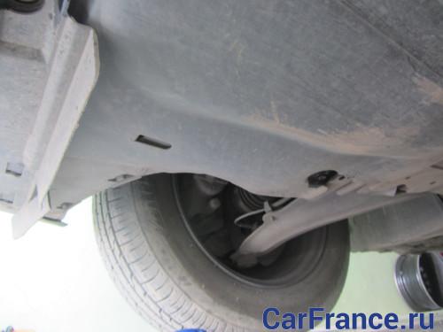 Крепление защиты к кузову автомобиля Рено Меган 2