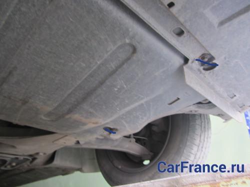 Вид снизу Рено Меган 2 - днище автомобиля