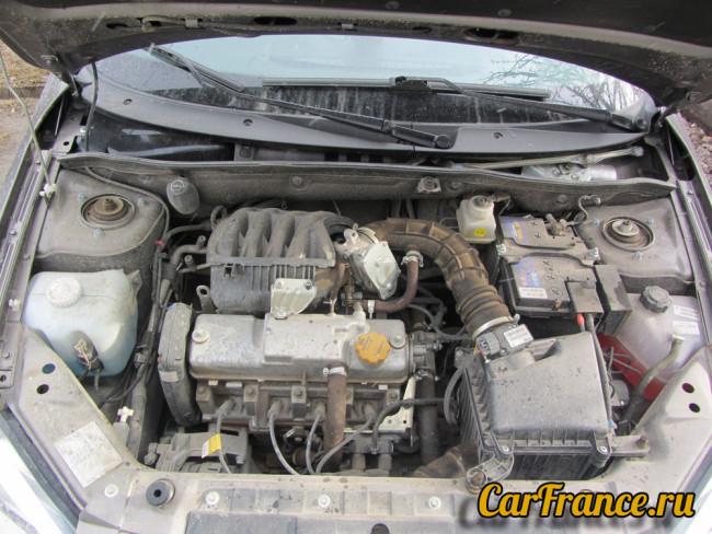 11186 двигатель под капотом Лада Гранта