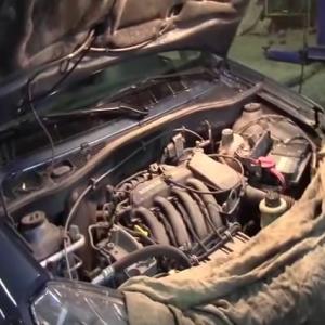 Замена масла в двигателе K4M, K7M-K7J, шаг 1