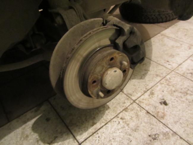 Тормозной механизм переднего колесо Лада Гранта