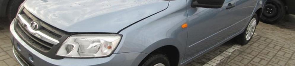 Лада Гранта на стоянке в автосалоне Элиста Лада