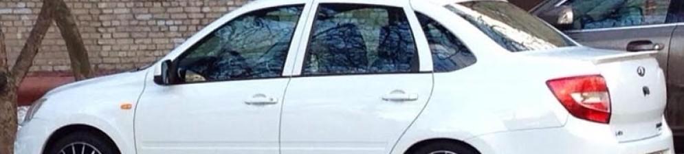 Лада Гранта в белом кузове их Махачкалы