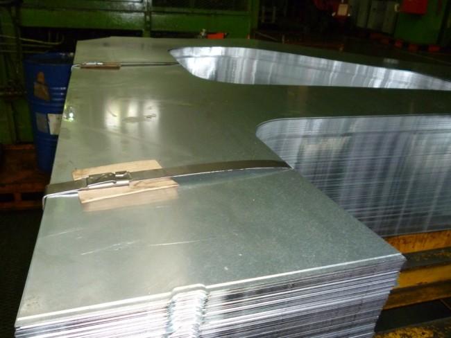 Металл с оцинковкой на производстве Лада Гранта фото с завода