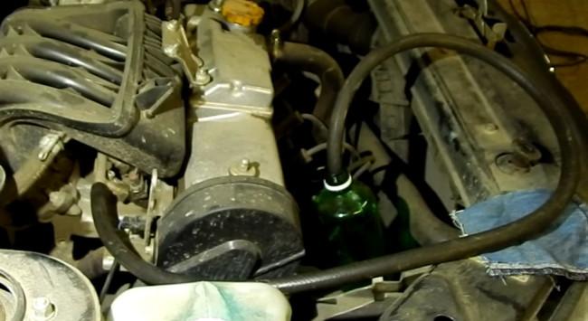 Одетый шланг слива бензина на топливную магистраль Лада Гранта