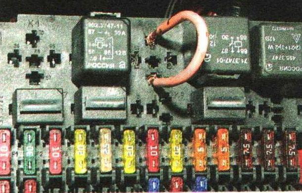 Использование перемычки для проверки работы контактного реле