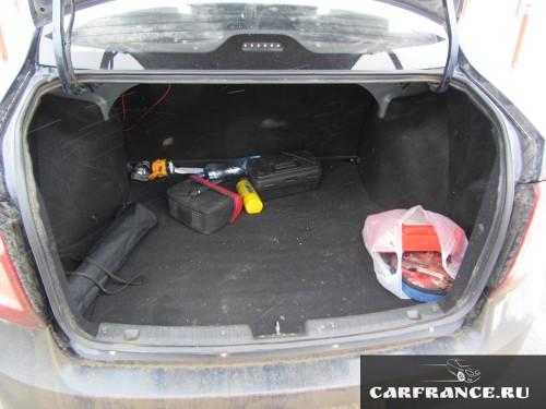 Внутреннее убранство багажника Лада Гранта