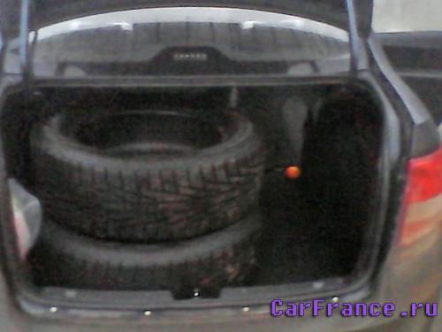 Багажник Гранта и два колеса R17