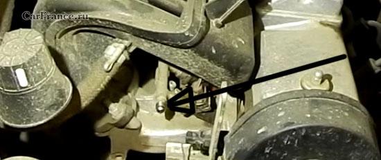 Открученный ниппель топливной рампы Лада Гранта