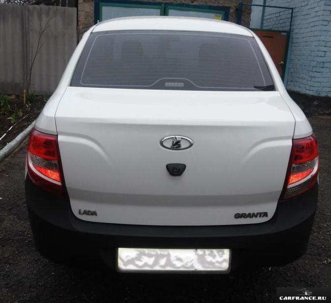 Крышка багажника Лада Гранта в белом кузове