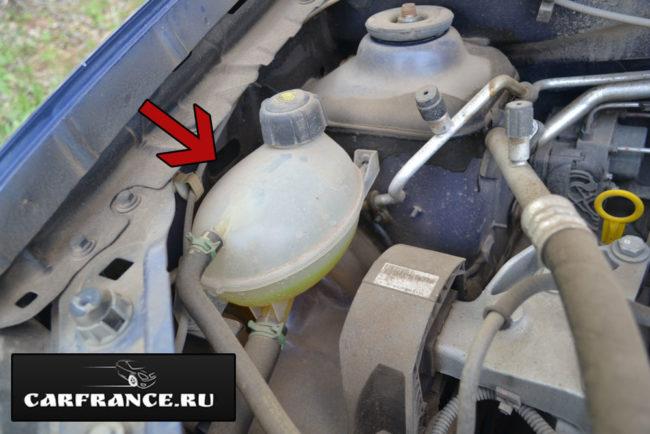 Бачок охлаждающей жидкости Рено Логан в новом кузове желтый антифриз