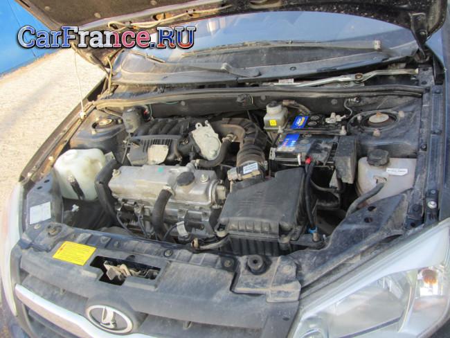 Чистый двигатель Лада Гранта под капотом