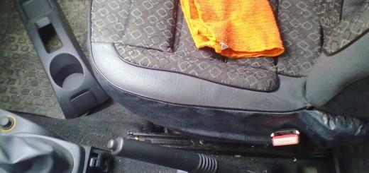 Ручной тормоз в седане Логан