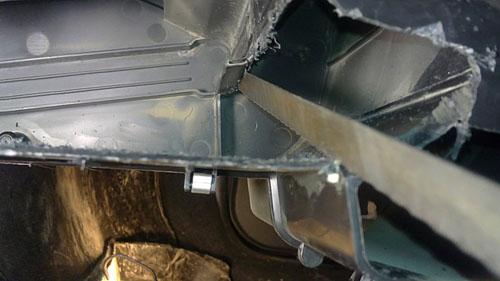 Прорезаем отверстие для установки нового радиатора Лада Гранта