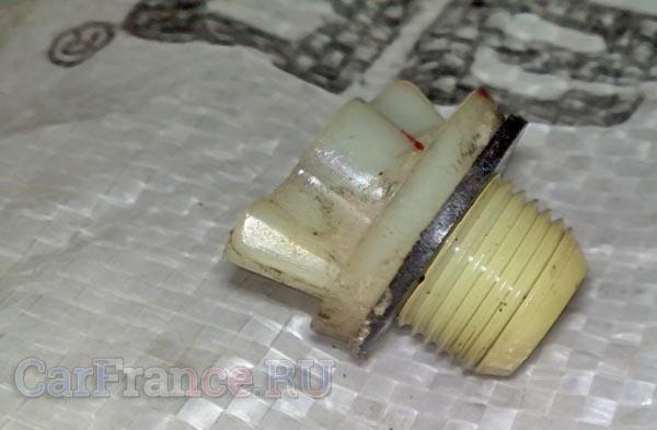 Пробка контрольного отверстия проверки масла в КПП Рено Логан