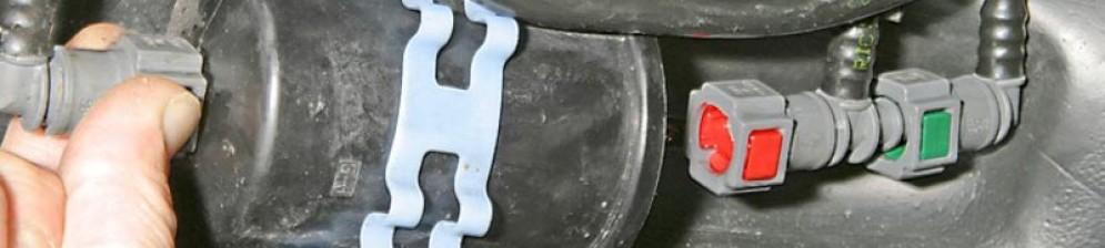Топливный фильтр находится под кузовом Рено Логан