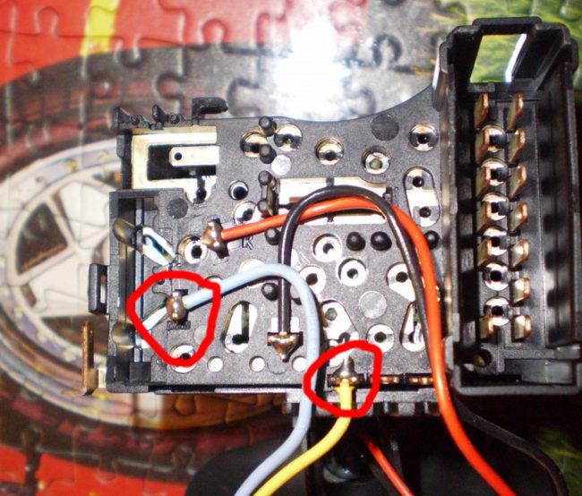 Расположение проводов в подрулевом переключателе перед перепайкой.