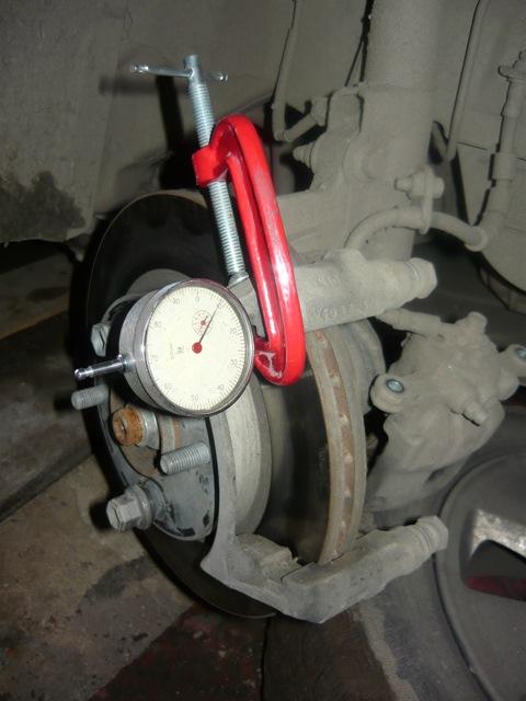 Измерение биения тормозного диска