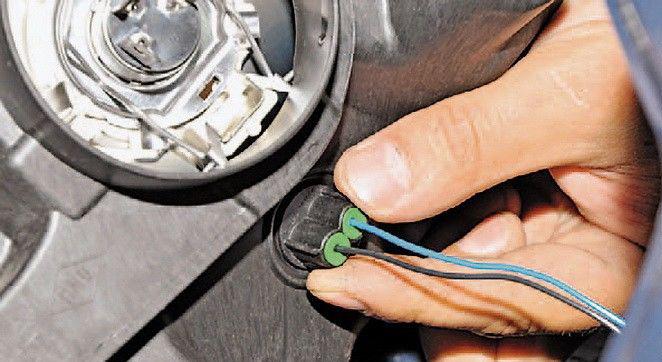 как поменять габариты на передних фарах в авто рено симбол