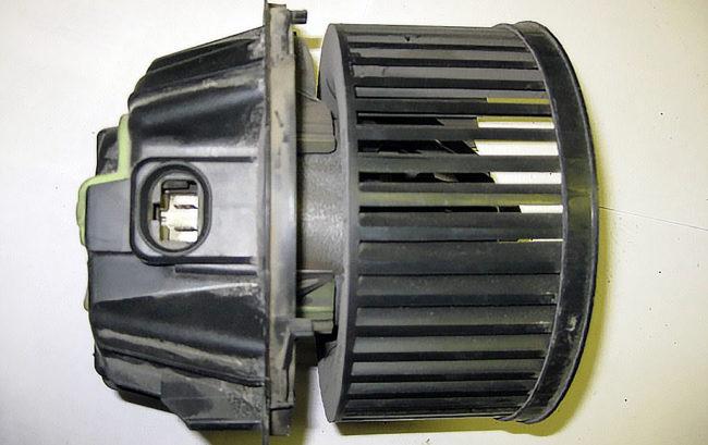 Мотор печки Рено Логан с узким разъёмом