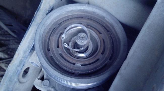 Извлечение стопорного кольца шкива компрессора Рено Логан