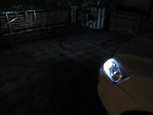Светодиодная лампа в ДХО включена ночью общий вид