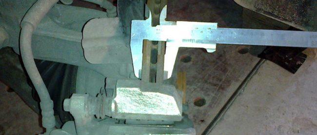 Замер толщины тормозного диска
