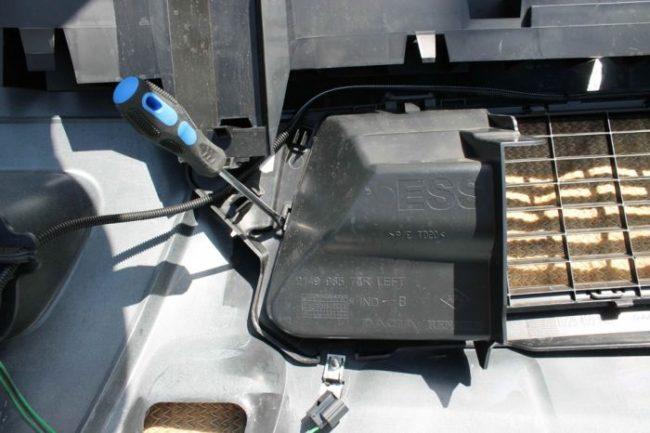 Крепление дефлекторов бампера Дастер