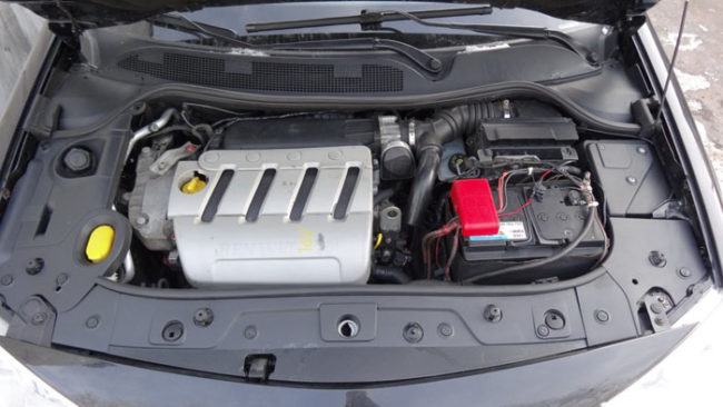Двигатель объёмом 2 литра на Рено Меган под капотом