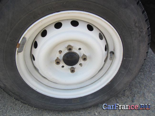 Стандартный колесный диск 13-го радиуса на Лада Гранта