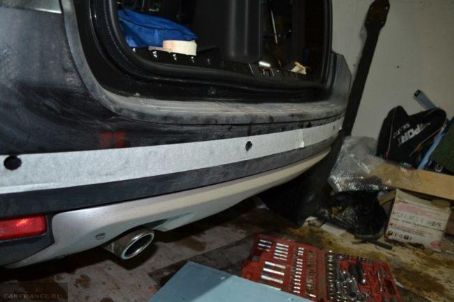 Просверлили отверстия под парктроник в заднем бампере Рено Дастер