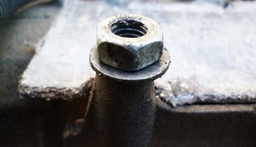 Дополнительные гайка и шайба для увеличения высоты катушки зажигания на Рено Логан