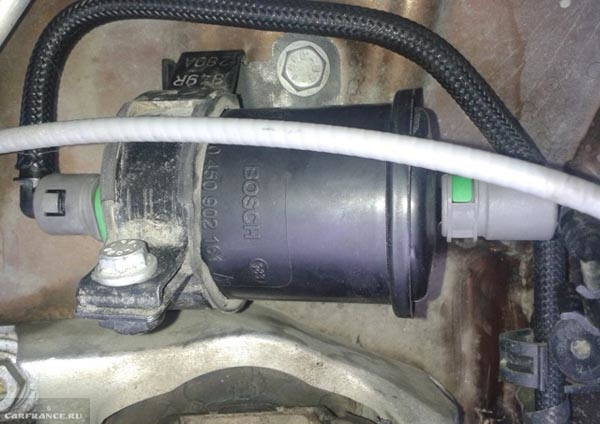 Врезка топливного фильтра на Рено Дастер под капот