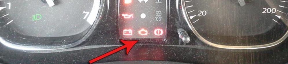 """Значок """"чек двигателя"""" на панели приборов Рено Дастер"""