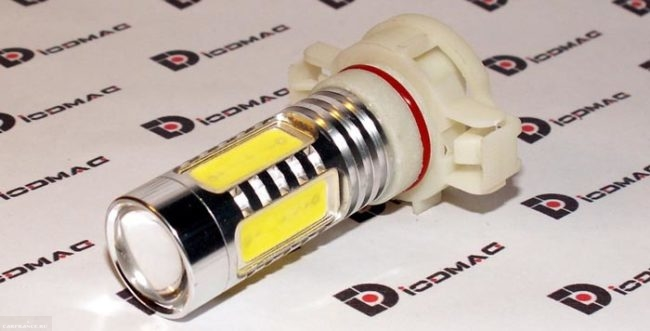Внешний вид диодной лампы в ПТФ Рено Логан