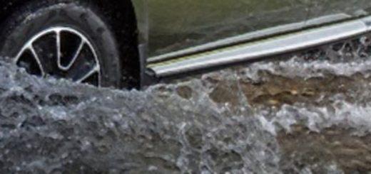 Рено Дастер в воде по самый двигатель