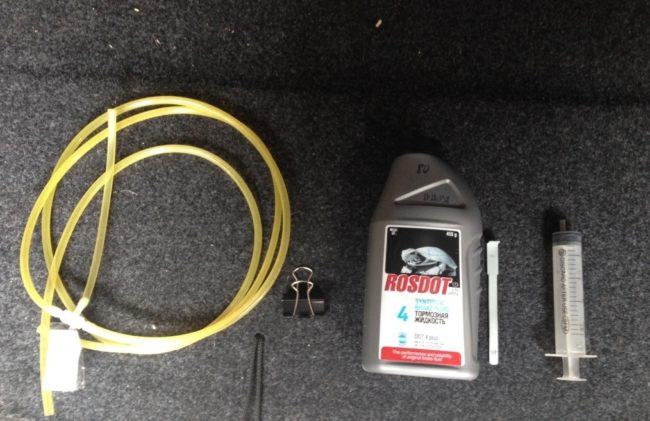 Инструмент для прокачки сцепления на Рено Меган 2