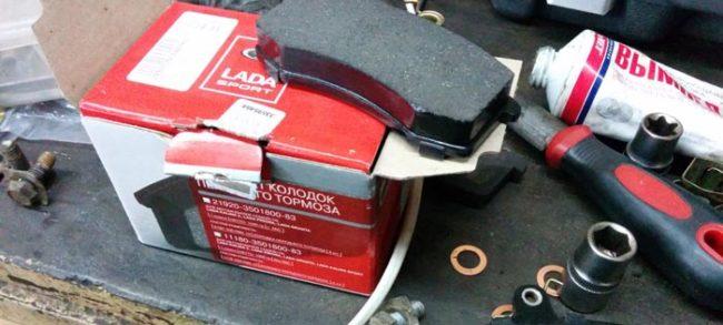 Комплект передних тормозных колодок на Лада Калина Лада СПОРТ