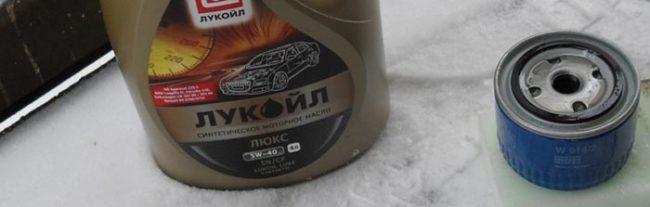 Моторное масло 8-мь клапанов Лада Калина Лукойл ЛЮКС 5w-40