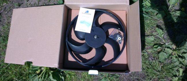 Внешний вид нового вентилятора охлаждения радиатора на Лада Калина