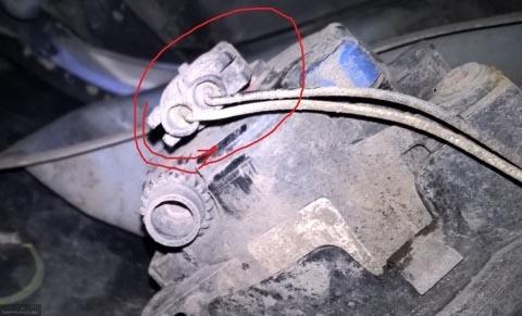 Снятие фишки с проводами с патрона ПТФ Рено Логан