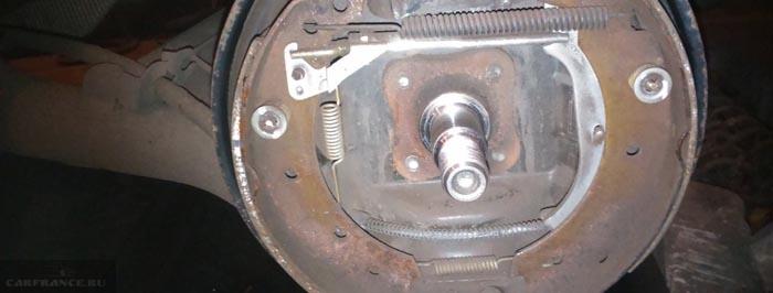 Съемник заднего тормозного барабана своими руками logan 71