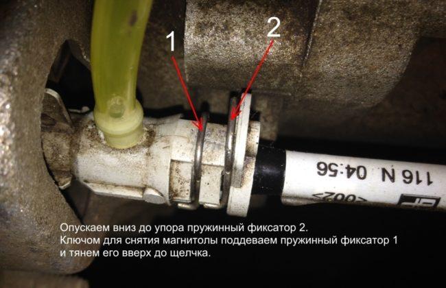 Правый пружинный фиксатор на Рено Меган 2