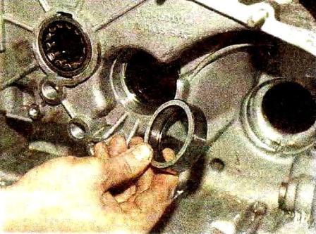 Выпрессовываем наружное кольцо на КПП Лада Гранта